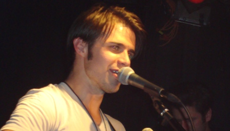 """Video >> Kris Allen Performs """"Vision of Love"""" at TheMint"""