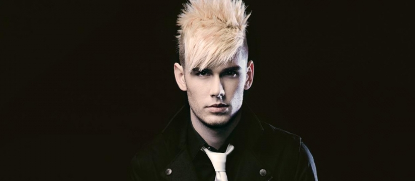 "Video >> Colton Dixon – ""Jingle Bells"""