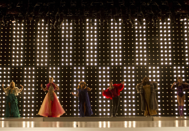 "Glee >> Sneak Peek Performance from ""Diva"""