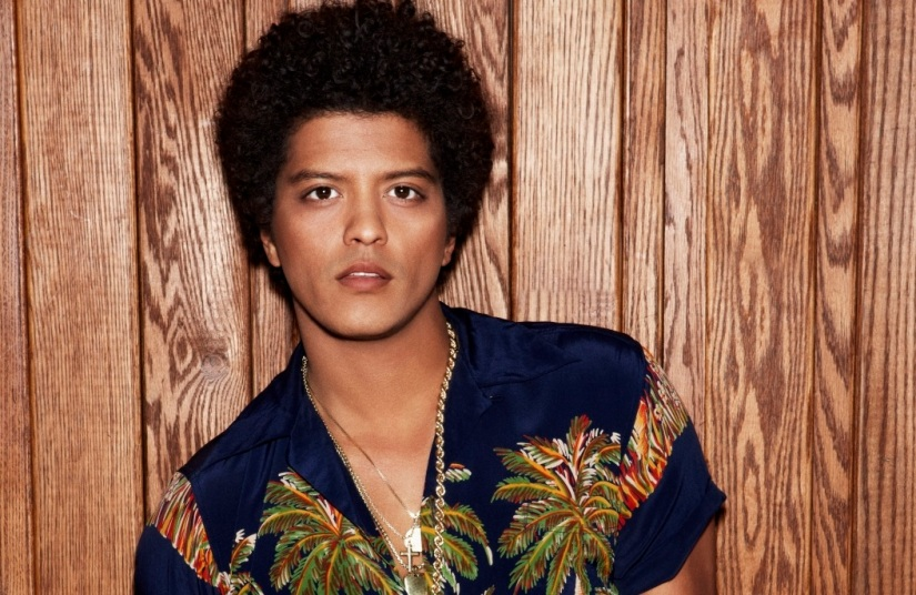 """Bruno Mars named """"Artist of the Year"""" byBillboard"""
